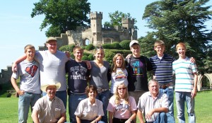 teams-from-illinois-and-missouri-enjoy-the-grounds-of-warwick-castle
